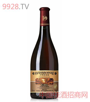 橡木桶陈酿蛇龙珠干红葡萄酒