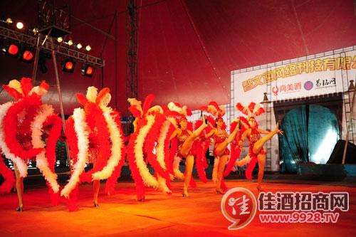 2011青岛啤酒节 火辣美女现场表演