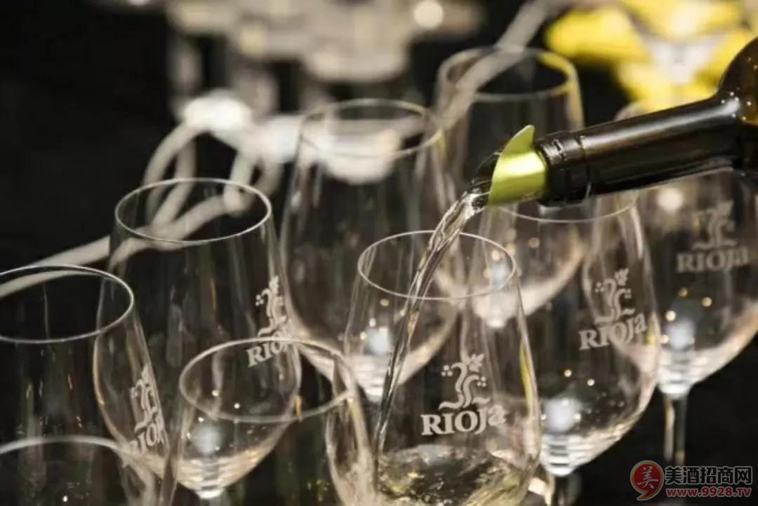 酒杯配得对,喝酒喝得美。