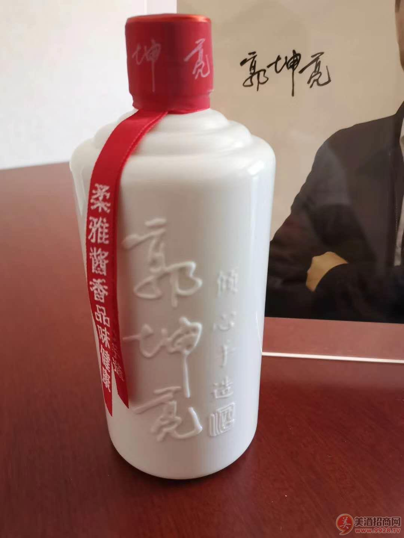 郭坤亮柔雅酱香型白酒