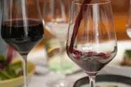 喝葡萄酒用高脚杯的好处
