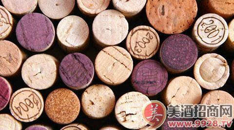 一瓶昂贵葡萄酒的软木塞是如何制作的?