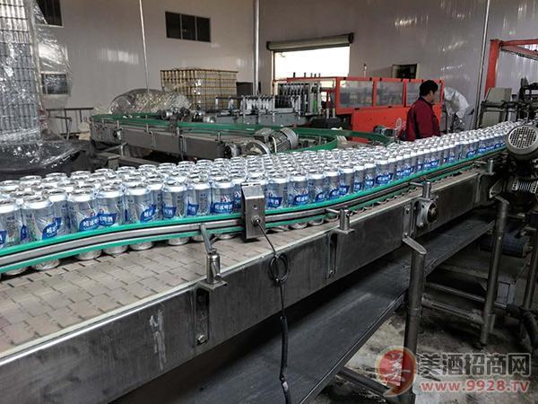青岛佳品啤酒有限公司生产线异常忙碌