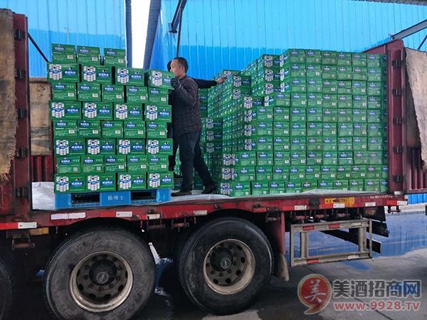 青岛佳品啤酒有限公司发货忙