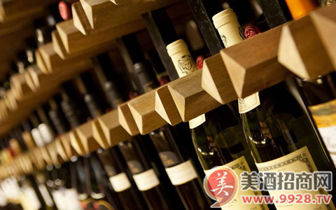 喝陈年很久的葡萄酒会引起不适吗?