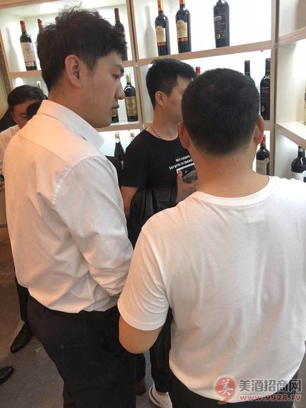 上海佐恩酒业展厅内人气火爆