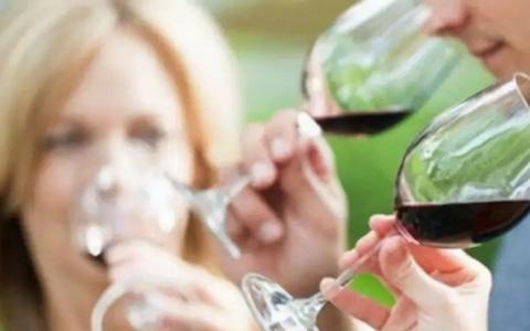 喝葡萄酒之前闻香有什么意义?