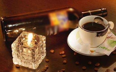 美酒和咖啡可以一起�用��?