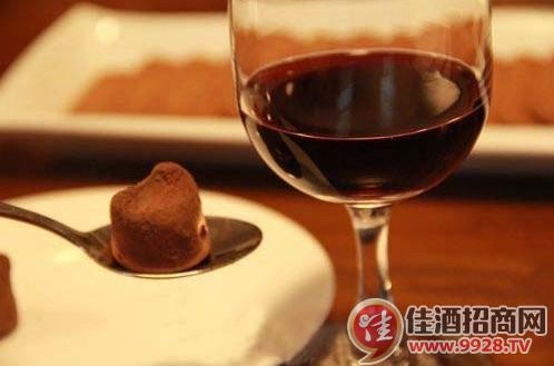 品尝葡萄酒配巧克力的简单步骤