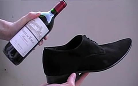 巧用鞋子开红酒