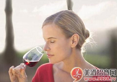 美酒课堂:葡萄酒的三种闻香方法