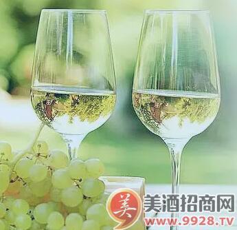 温度对葡萄酒的风味,结构和香气有很大影响.
