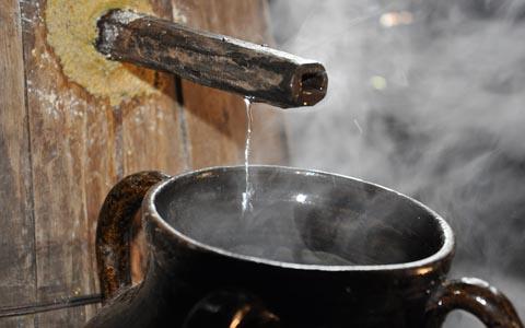 新闻专题 酒文化 酒知识 > 正文    甑桶蒸馏应该要做到缓汽蒸馏,大汽
