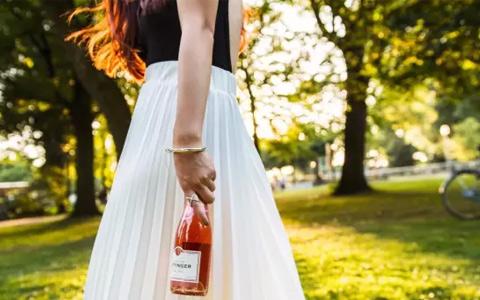 春天 一个适合喝点香槟的季节