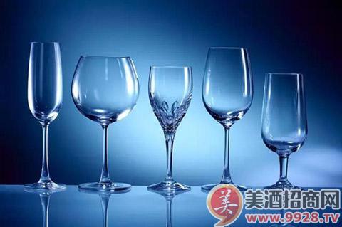 > 正文    品酒前很重要的一个步骤就是准备一只干净适合的酒杯,一个
