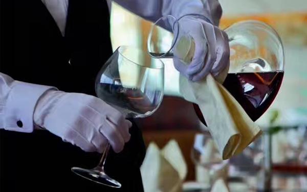 葡萄酒礼仪之斟酒方法