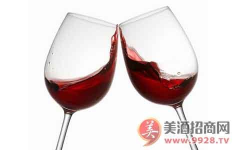 喝葡萄酒前为什么要摇一摇?