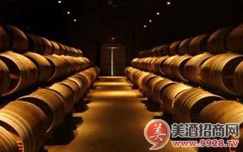 橡木桶对葡萄酒有怎样的帮助?
