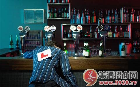 酒礼习俗:酒吧喝酒的方法