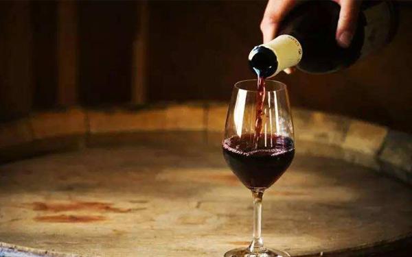 怎么辨别法国红酒与国产勾兑酒?