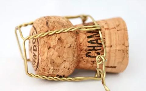 香槟塞的来源及香槟塞判断老酒的方法