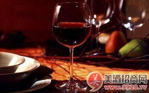 哪些因素会影响葡萄酒的价格?