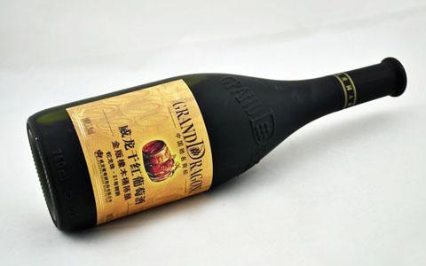 威��葡萄酒的�酒工�