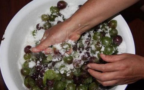 自酿葡萄酒过程中放多少糖最合适?