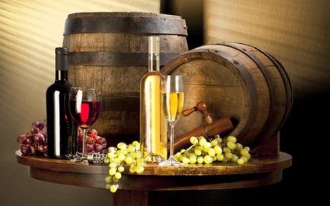 葡萄酒酿造时用的下胶剂是什么?