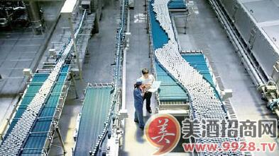 青岛啤酒易拉罐灌装生产线速度居国内首位