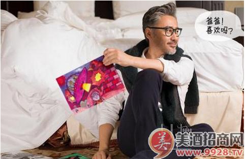 吴秀波儿子手绘漫画图被尼雅葡萄酒采用