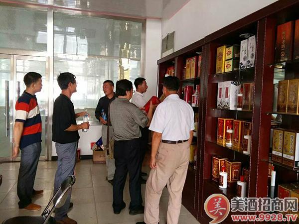 金牛二酒业客户不断前来咨询新品承德老酒