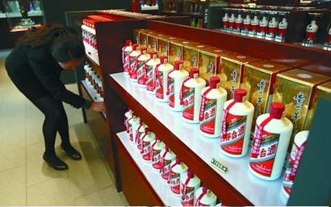 酒企控量、消费升级 53度飞天茅台价格逼近1300元/瓶
