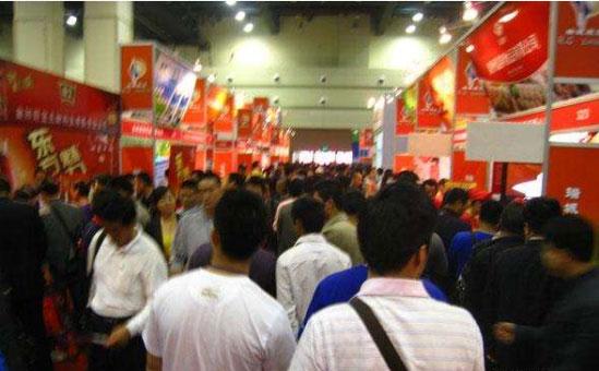 第十九届郑州糖酒会开展首日人气爆棚 1300多家企业参展