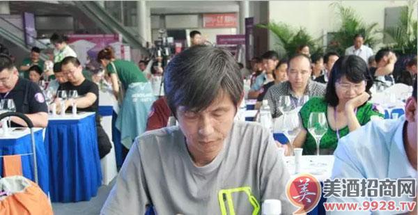 中国艺术家协会酒文化研究会会长邓超群会长担任大赛评委