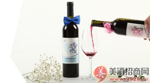 """""""铭玉坊""""野生蓝莓酒"""
