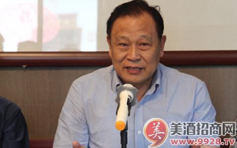 中国果酒产业科技创新战略联盟理事长赵宏友发言。