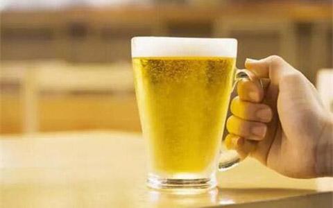 2017年1-10月哈尔滨市啤酒产量97万千升,同比下降8%