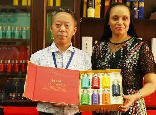 茅台不老酒将进入非洲市场,莫桑比克驻华大使成为海外首位买家