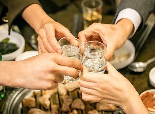 研究称中国人均饮酒量预计2030年超美国