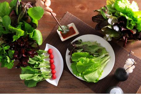 多吃�G�~蔬菜,�猿盅a充越橘�~�S素,你也可以和眼疲��saybye!
