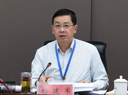 茅台集团公司副总经理杨建军到保健酒业公司开展调研