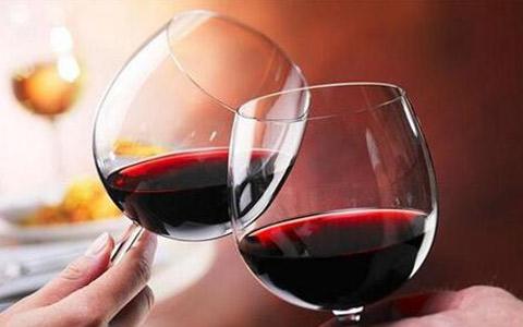 橡木桶对葡萄酒的风味有什么影响?