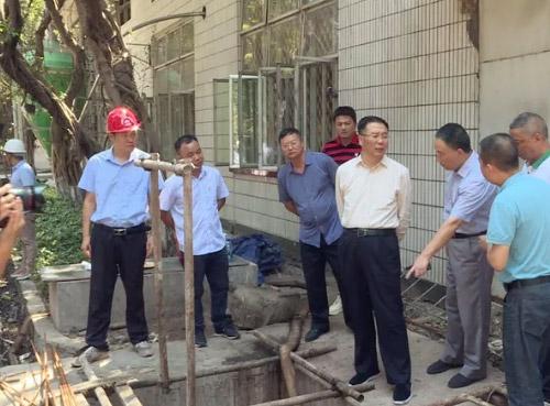 贵州茅台:李保?#32423;?#26597;公司环保设施整改情况