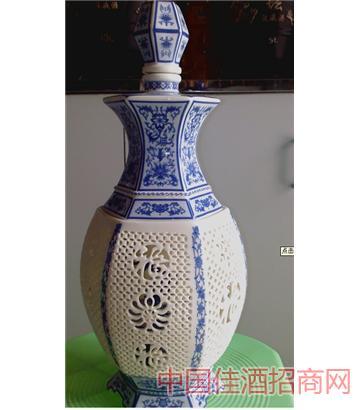 镂空六方瓶(3斤青色)酒