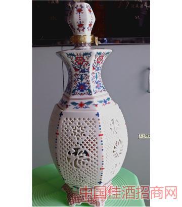 镂空六方瓶(3斤红色)酒