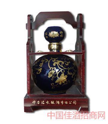 洺水瓷坛窖藏酒