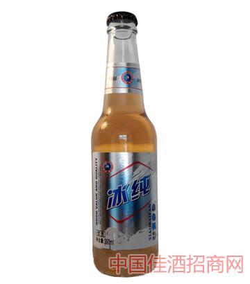 白瓶冰纯啤酒