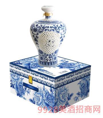 百年尊荣(青花梅瓶)2013酒