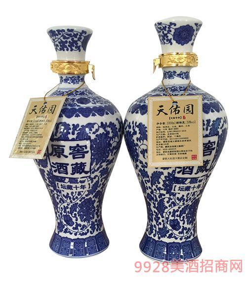 窖藏原酒坛藏十年